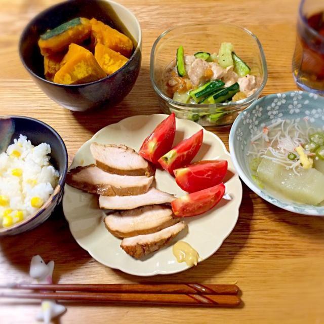 旬の野菜は美味しい〜 - 28件のもぐもぐ - とうもろこしご飯、瓜の冷製鉢、瓜の中華炒め、鶏ハム、トマト、カボチャの煮物@夏ごはん by ちっぴぃ