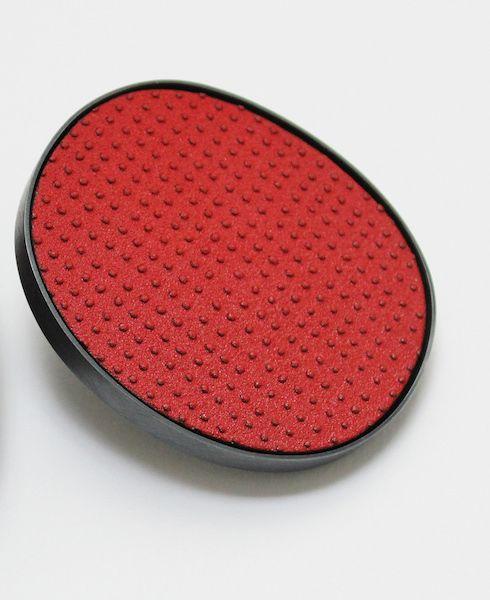 Jessica Turrell  Broche  Émail sur cuivre, argent, acier inoxydable  6.4 x 4.8 x .7 cm