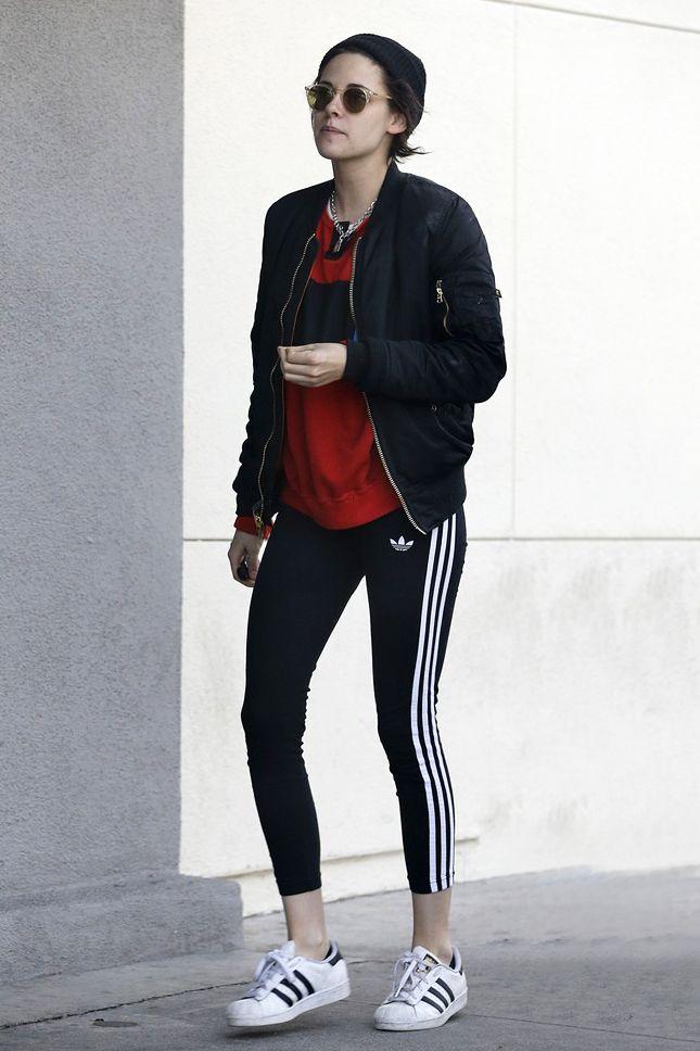 Кристен Стюарт в кроссовках и легинсах adidas Originals в Беверли-Хиллз