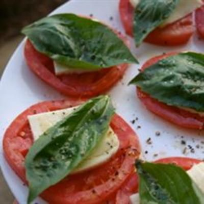 Insalata Caprese II: Basil Leaves, Caprese Salad, Capr Salad, Capr Ii, Caprese Ii, Clean Eating Recipe, Insalata Caprese, Healthy Recipe, Virgin Olives Oils