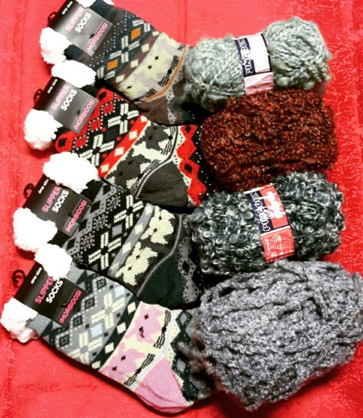 Calzini Morbidi e Caldi avvolgeranno i Vostri piedini anche negli inverni più rigidi! Tanta Lana anche per Realizzarli da sole :)