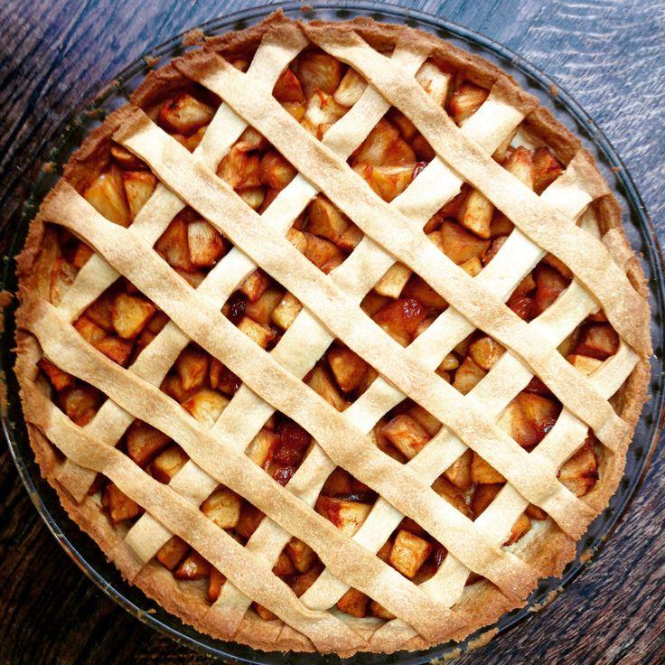 On est en automne, et ce que j'aime à cette période là c'est faire des tartes aux pommes! J'aime toutes les sortes de tartes aux pommes, les fines sur une pâte feuilletée, ou cell…