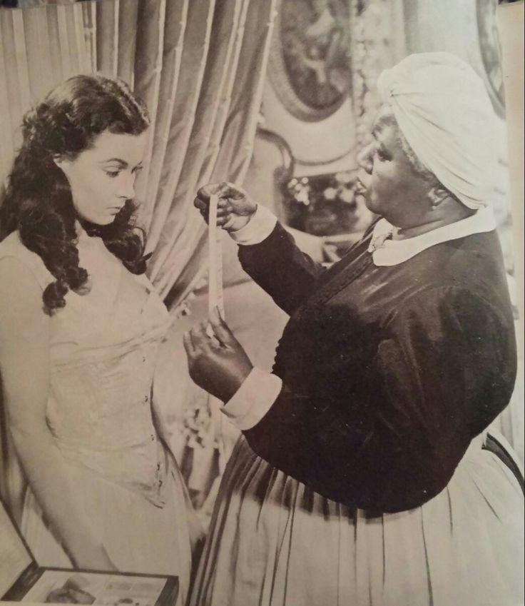 Na een hardnekkige poging is mamma er in geslaagd Scarlett in te snoeren  Foto's uit de privé collectie van Eddy Brunelli