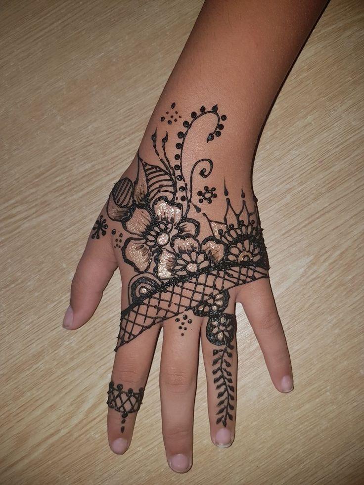 Henna Schmink with joy