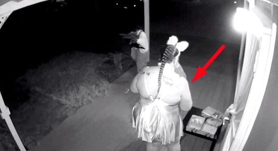 WATCH: Mom Steals Candy From Trick-Or-Treating Kids - http://www.pixable.com/article/trick-or-treating-mom-steals-candy-video-91974/?tracksrc=PIEMBAC20P