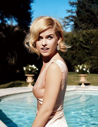 Alice Eve Downloaded Words With Friends Because of Alec Baldwin | Vanity Fair