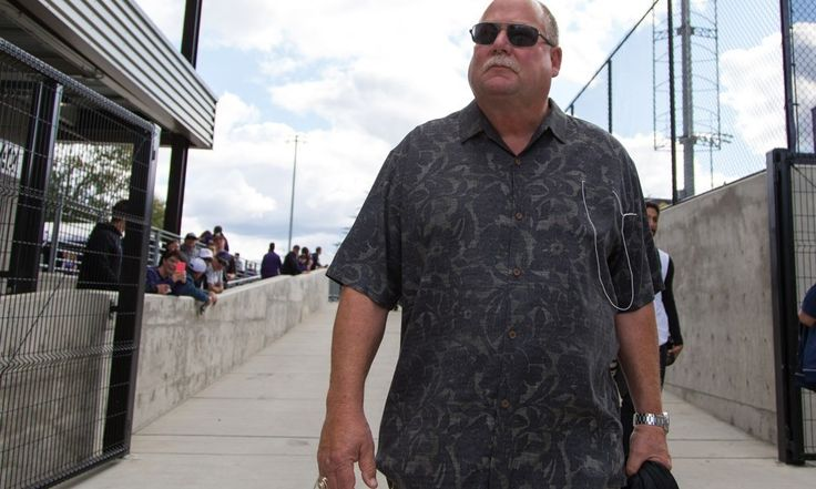 The Hall of Fame case for Mike Holmgren = The Pro Football Hall of Fame inducted eight new members into its fraternity this weekend. The biggest name of the weekend and star of the show was former Green Bay Packers quarterback Brett Favre. He received.....