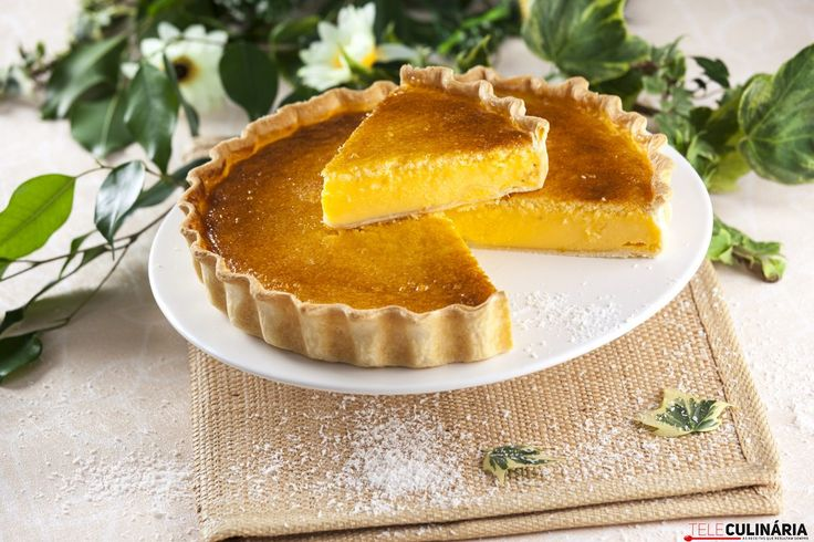 Deliciosa, radiante e capaz de fazer todos contentes aí em casa :) Experimente esta tarte de coco! https://www.teleculinaria.pt/receitas/doces-e-sobremesas/tarte-delicia-coco/