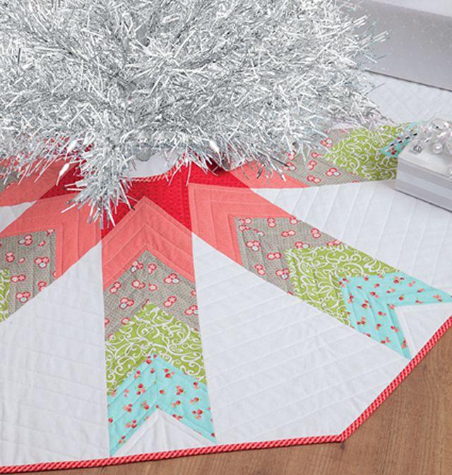 9 Beautiful DIY Christmas Tree Skirts: DIY Quilted Christmas Tree Skirt