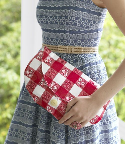 Follow these step-by-step instructions to stitch up a spiffy clutch.