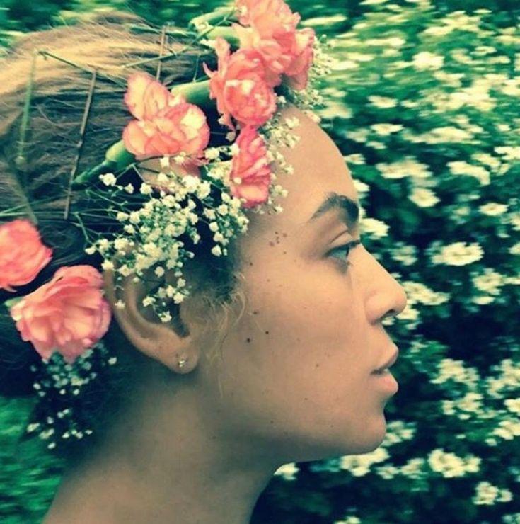 La cantane Beyoncé subió a su perfil de Instagram esta imagen que deja ver su rostro sin maquillaje.