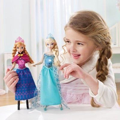 Dedicata alle piccole fan di Frozen, il film Disney che è già un cult, la linea di bambole e accessori ispirati alle due protagoniste Anna e Elsa, incanteranno con la bellezza dei loro abiti e la ricchezza di dettagli tutte le piccole principesse!