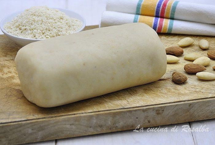 preparazione a basta di farina di mandorle per realizzare svariati tipi di dolci tradizionali