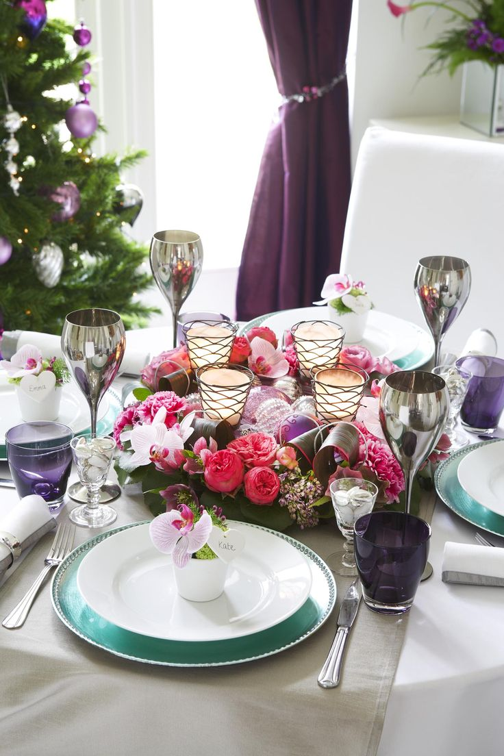 8 best contemporary christmas images on pinterest for Kitchen table centrepieces
