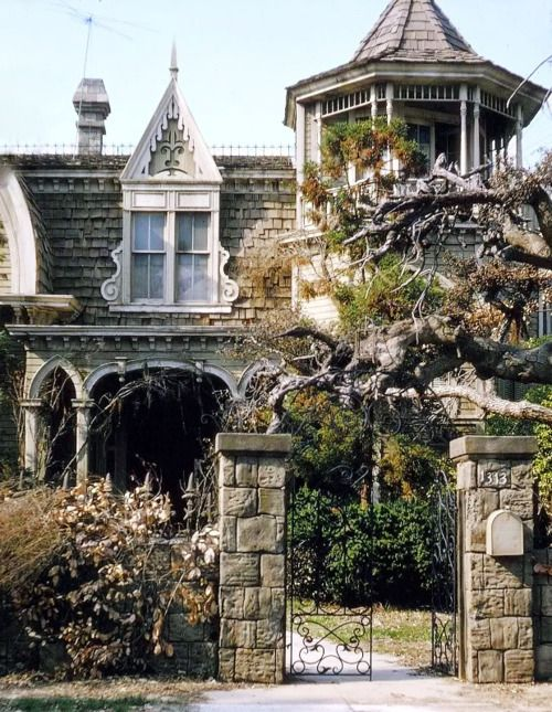Absolutely beautiful.: Munsters Houses, Witch Hats, Dreams Home, Mockingbird Lane, Haunted Houses, Old Houses, 1313 Mockingbird, The Munsters, Victorian Houses