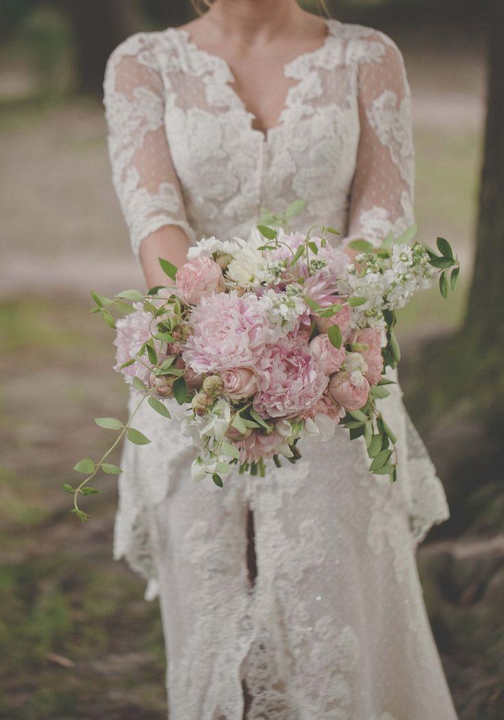 Różowy bukiet ślubny z peoniami