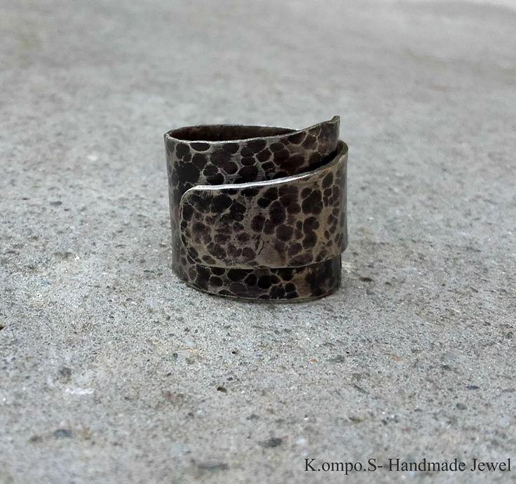 handmade ring/ hammeres/ metal/ silver/ minimal/ K.ompo.S- Handmade Jewel