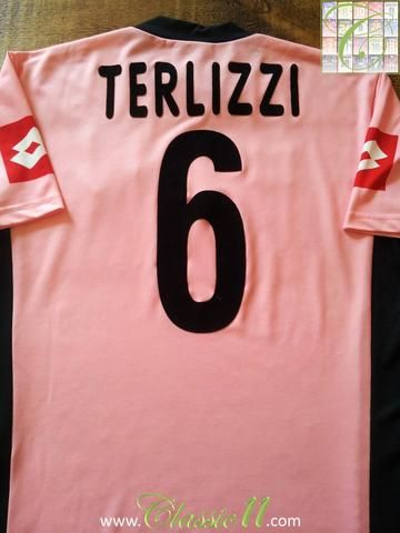 Relive Christian Terlizzi's 2003/2004 season with this original Lotto U.S Cittá di Palermo home football shirt.