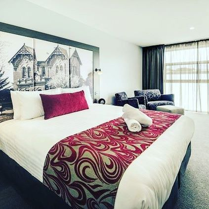 DIVA is always a statement maker! Diva Bed Runner & Cushion by @hotelhomeaust seen on the beds at the immaculate @mercurehotels_warragul #hotelhomeaust #hoteldesign #interiordesign #mercure #hotelcushion #bedrunner #upholstery #hotelbed