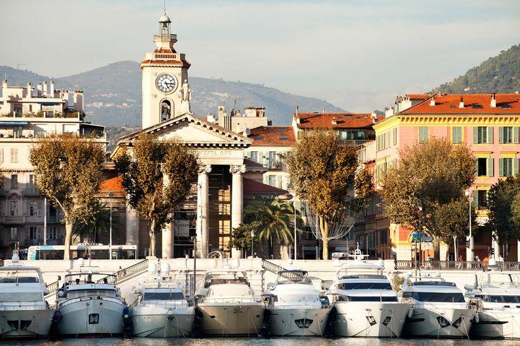 Nizza on Ranskan suurin turistipaikkakunta, aurinko paistaa lähes aina, ja ranta on keskellä kaupunkia. #nice #nizza #france #travel #matka #loma #tjäreborg