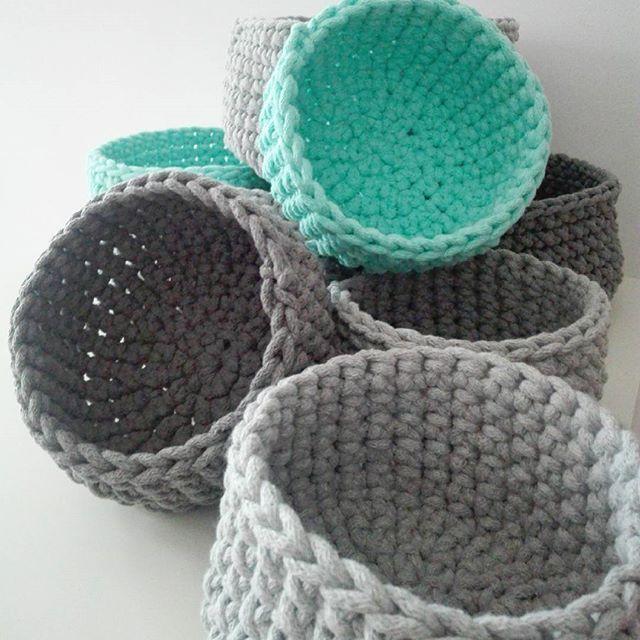 Dziś witamy Was zdjęciem koszyczków, które powstawały przez weekend. Miłego, tym razem krótszego, tygodnia :-) #pokojniemowlecy #babyroom #kidsroom #kidsinterior #pokojdziecka #kosznazabawki #koszyk #koszyczki #sznurekbawełniany #szydełko #knitting #dopokojudziecka #forkidsroom