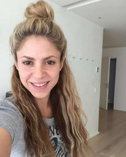"""Birthday bun / Una ducha y a celebrar mi cumple! Shak"" --Shakira, who posted this makeup-free photo... - @shakira/Instagram"