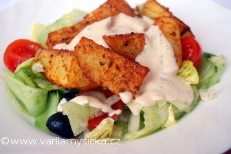 Zeleninový salát s pečenými bramborami