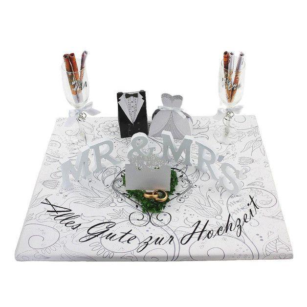 Der schwarz-/weiß-Look verleiht diesem Geldgeschenk einen sehr modernen Look. Besonders edel wirkt es durch die weißen Holzbuchstaben und die geschmückten Sektgläser, die ebenfalls mit einem...