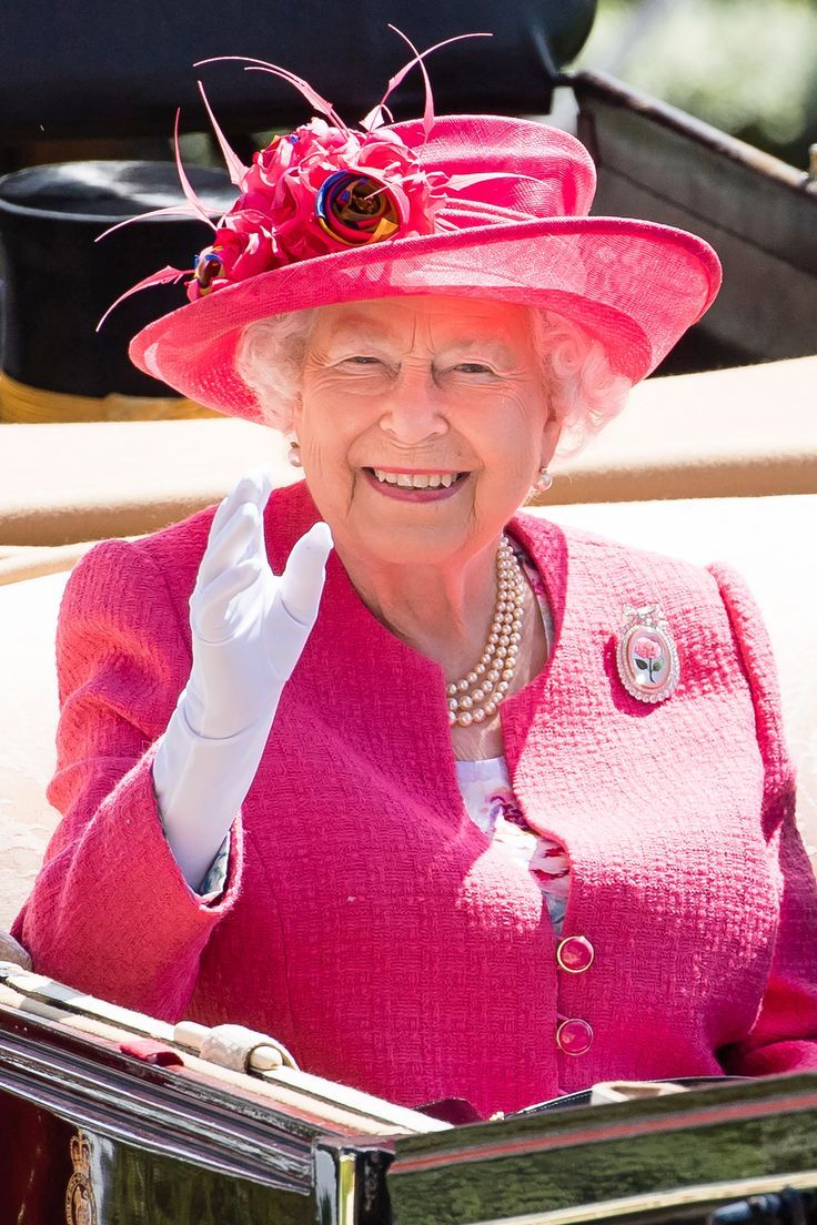 Garderobe Queen Elizabeth The Queen S Own Hat Maker Explains The 4 Inch Rule At Royal