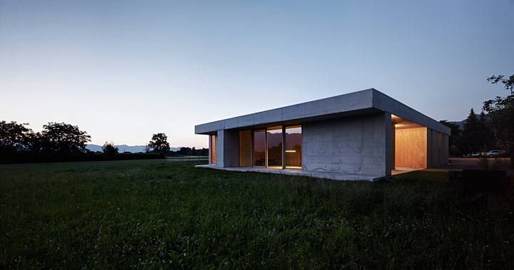 Horse clinic by Marte.Marte Architekten