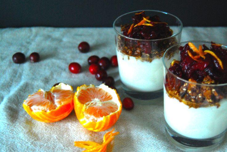 Tranebærkompott med honning, appelsin og kanel - http://www.mytaste.no/o/traneb%C3%A6rkompott-med-honning--appelsin-og-kanel-44450980.html