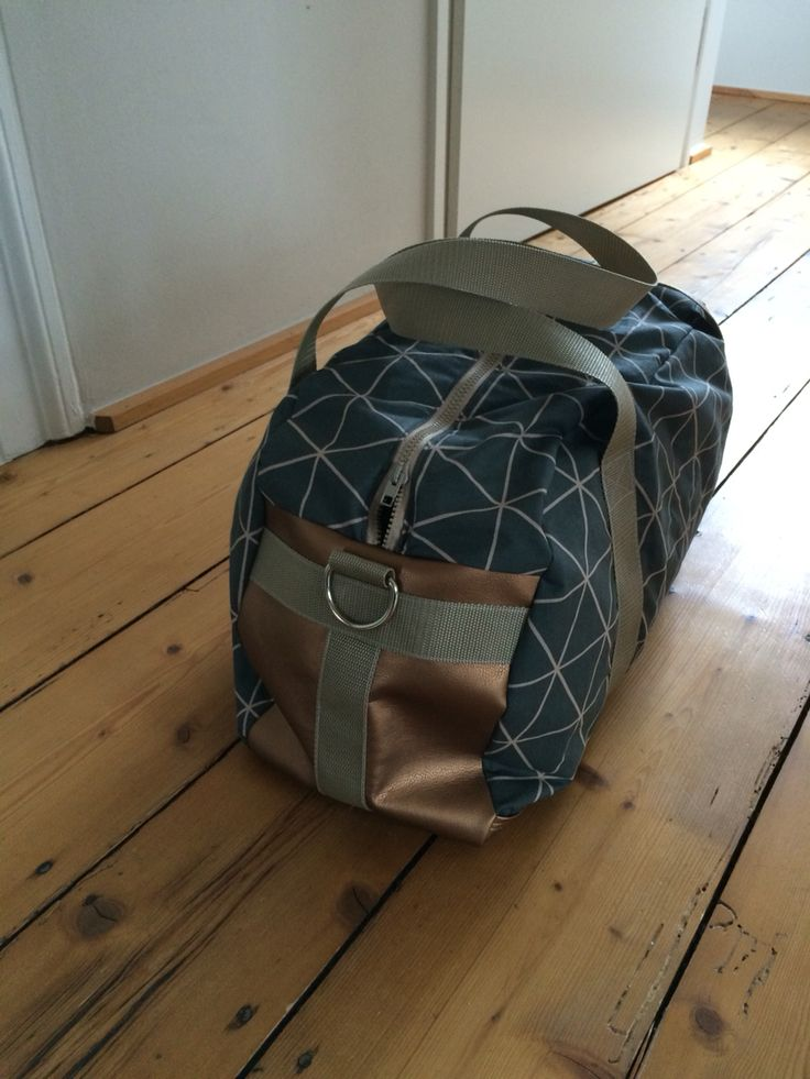 Reisetasche König von farbenmix mit Boden und Seiten aus Kunstleder