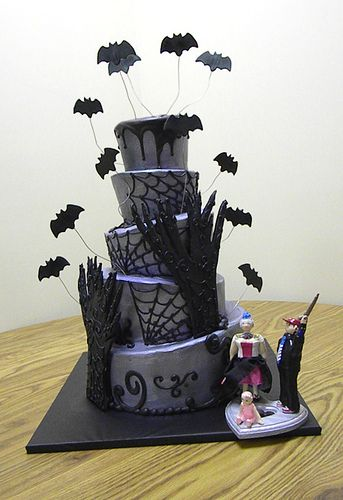 Scary+Halloween+Cakes | 25 Extra-Scary Halloween Wedding Cakes Halloween Wedding Cake 15 ...