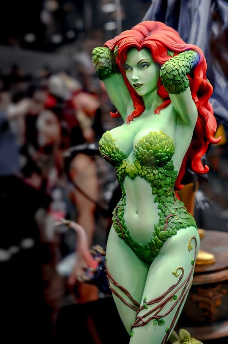 Sideshow Collectibles | DC | Poison Ivy Statue
