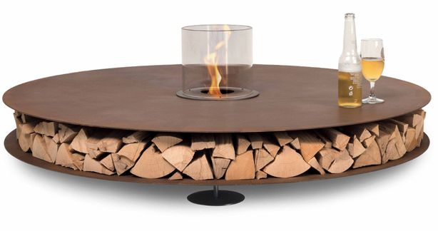love this indoor-outdoor table! the center morphs from a planter to a small fire pit to a simple candle holder. ingenious!
