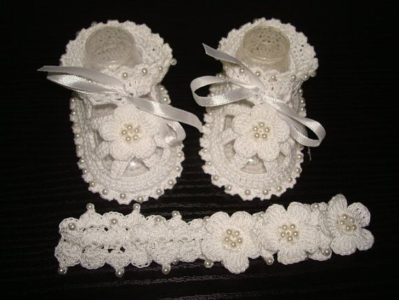 Crochet Baby Sandals with Headband. Baptism Shoes with flower.