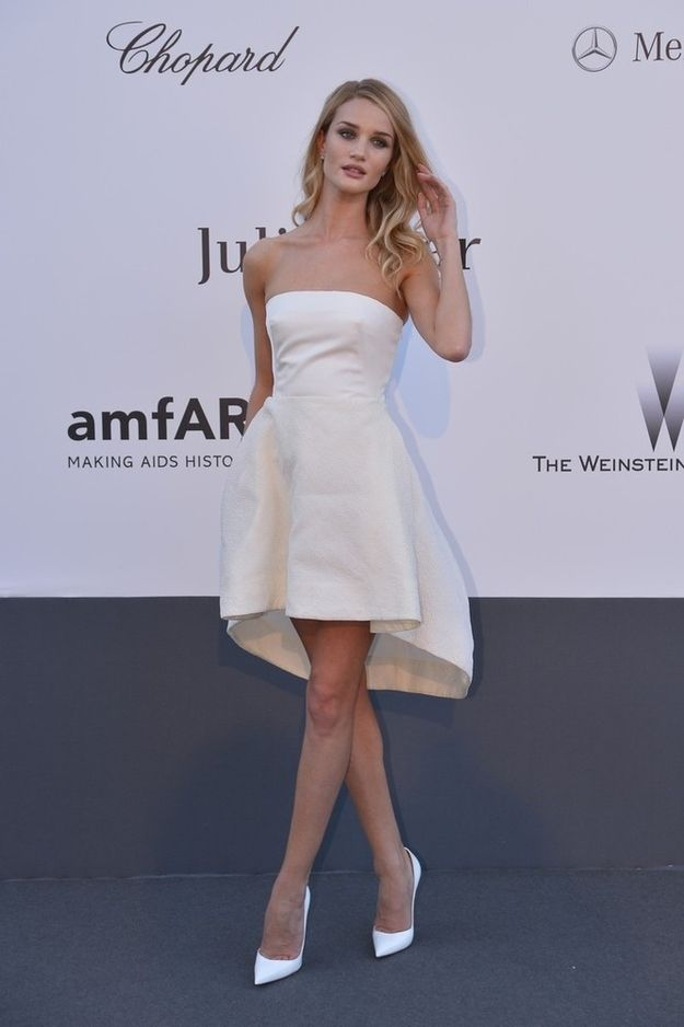 Rosie Huntington-Whiteley. | 53 Bizarrely Glamorous Photos From The amFAR Gala Red Carpet
