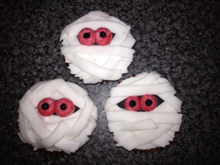 mummy halloween buns