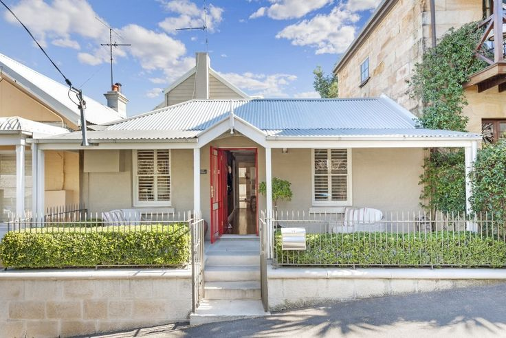November is the top time in Perth to sell your home. Are you selling yours? Check out this guest post on our blog from our friends at Homely.com.au who share how to boost your kerb appeal to draw in buyers! #kerbappeal #curbappeal #fencing #doors