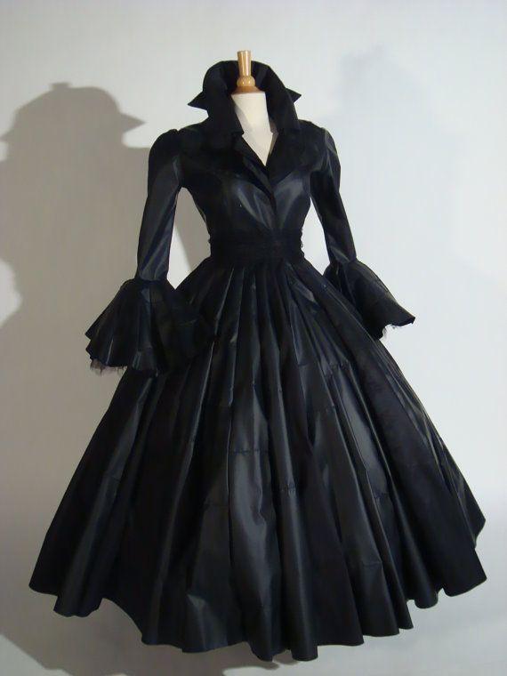 Femme Fatal 1, oeuvre-d'art inspirée des années 1950, manteau costume, portable