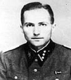 L'Obersturmbannführer Ludwig Stumpfegger est un médecin SS. Il fut à à partir de 1944, le chirurgien personnel d'Adolf Hitler. En 1945, pendant la bataille de Berlin, il travaille pour Hitler au Führerbunker sous la direction du docteur Theodor Morell. Sur l'ordre du Führer il administre une capsule de cyanure à Blondi, son berger allemand. Il s'est suicidé avec Bormann dans la Lehrter Bahnhof  en voyant les russes arriver. Capsule de cyanure.