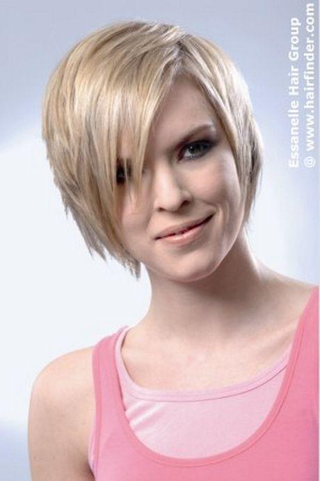 Diese lange, glatte und schnittig gestylten asymmetrischer Haarschnitt ist eine Rotpelzige Blondine hingerichtet. Die Enden der Kontur Schnitt sind Ra...