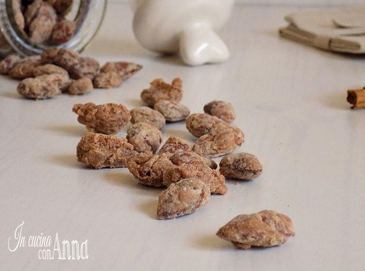 Le mandorle caramellate sono buonissime..preparatene tante perchè spariscono in un attimo!