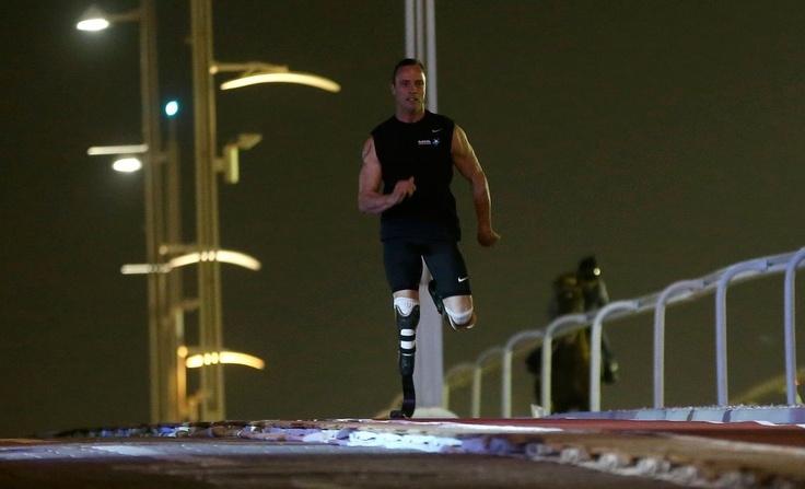 Оскар Писториус успя. Въпреки че е с ампутирани крака той успя да надбяга кон. Южноафриканецът, който успя да сбъдне мечтата си и да участва не само на Параолимпиада, но и да се състезава с напълно здрави хора доказа, че трудно някой може да се мери със спринтьорските му способности.