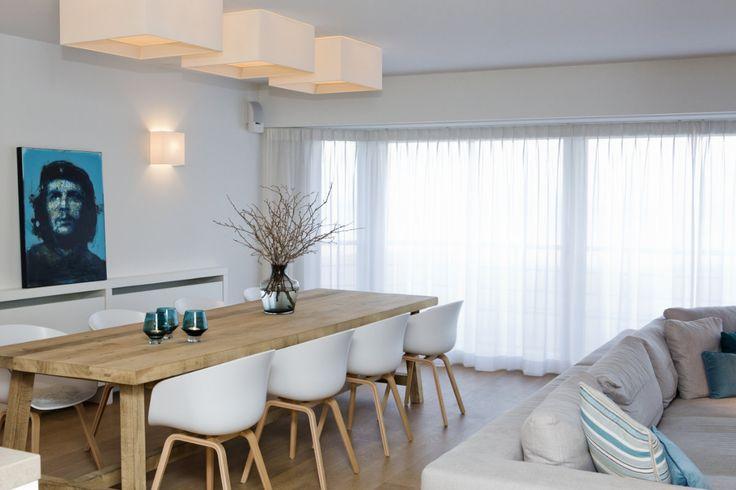 Appartement met wit als hoofdkleur voor de muren en het plafond.