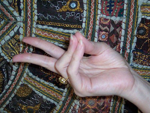 The Prana mudra can be used whenever you feel drained or need an extra boost of energy. Good to use in the morning to awaken and fully embrace the new day. Thumb, ring, and pinky are touching. Index and middle finger are extended.