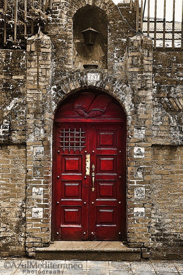 massive red door..gorgeous! by the #pintastic group too......