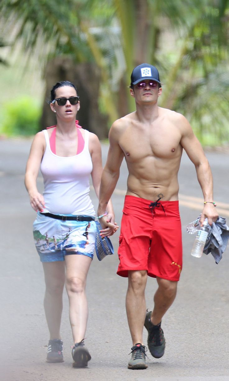 Katy Perry and Orlando Bloom Confirm Their Romance by Holding Hands in Hawaii