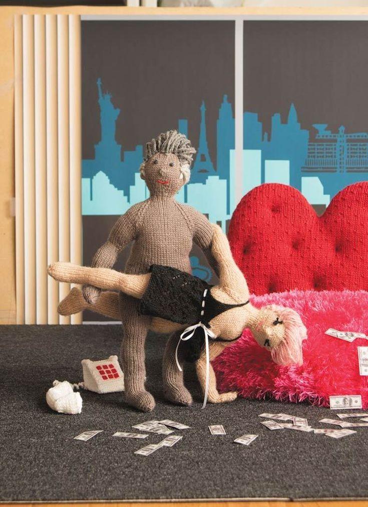 порно принес секс игрушку фото