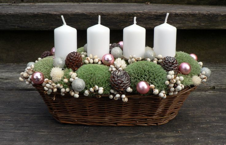 Vánoční mechový svícen Vánoční svícen v proutěném košíčku.Délka 33 cm,výška 18…